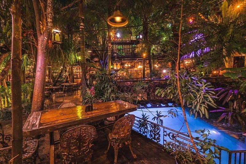 Seminyak Bali | La favela Restaurant Bar Club