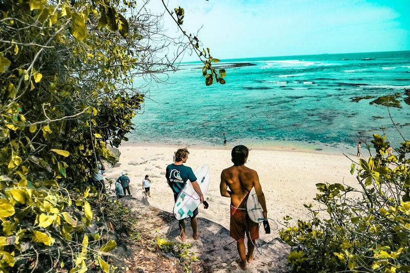 Nusa Lembongan, Bali, Indonesia | beach surfers
