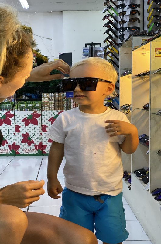 Shopping Kid Leo Bintang Supermarket Seminyak Bali